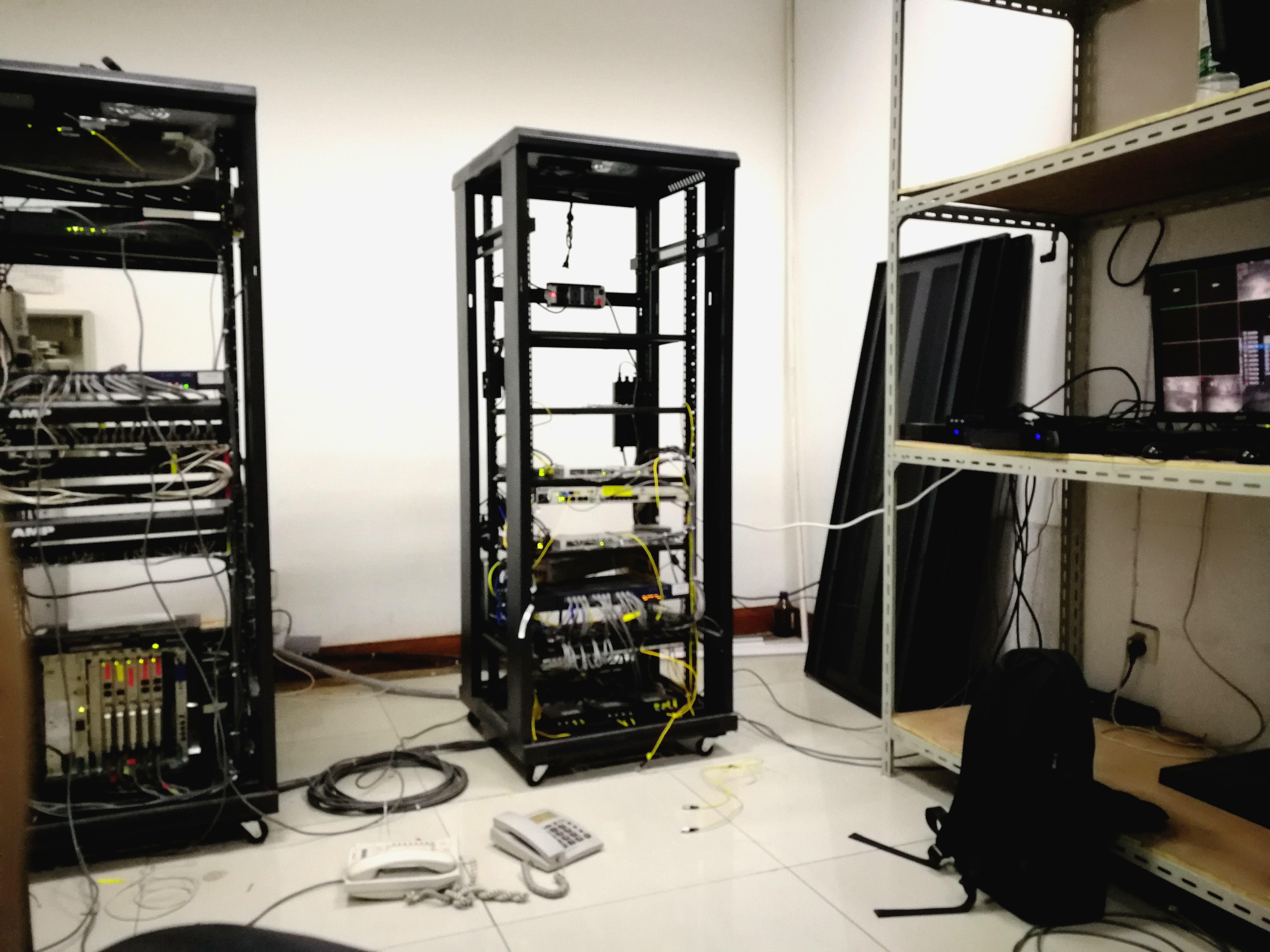 闭路万博官网登陆设备等弱电工程安装调试施工及维护